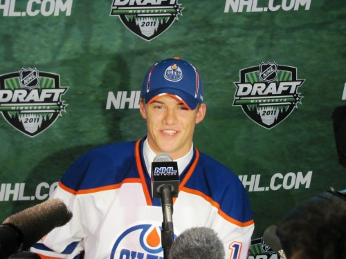 Klefbom_Smiling_Draftday_thumb